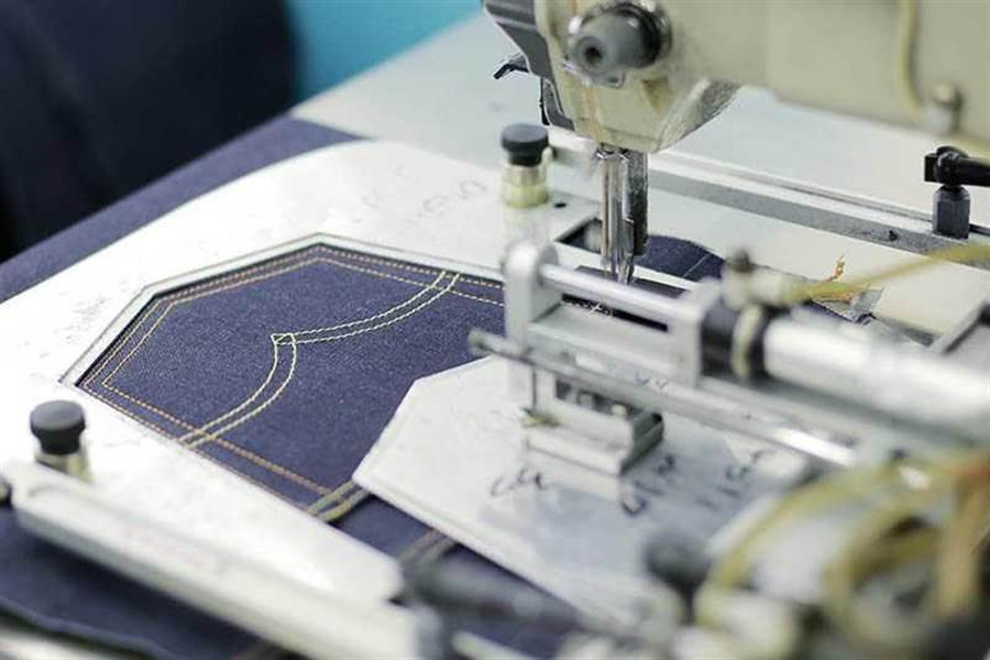 生產線分工精細,如興專注複雜度高的丹寧單品,擁有歐美的大批訂單。(圖∕如興提供)