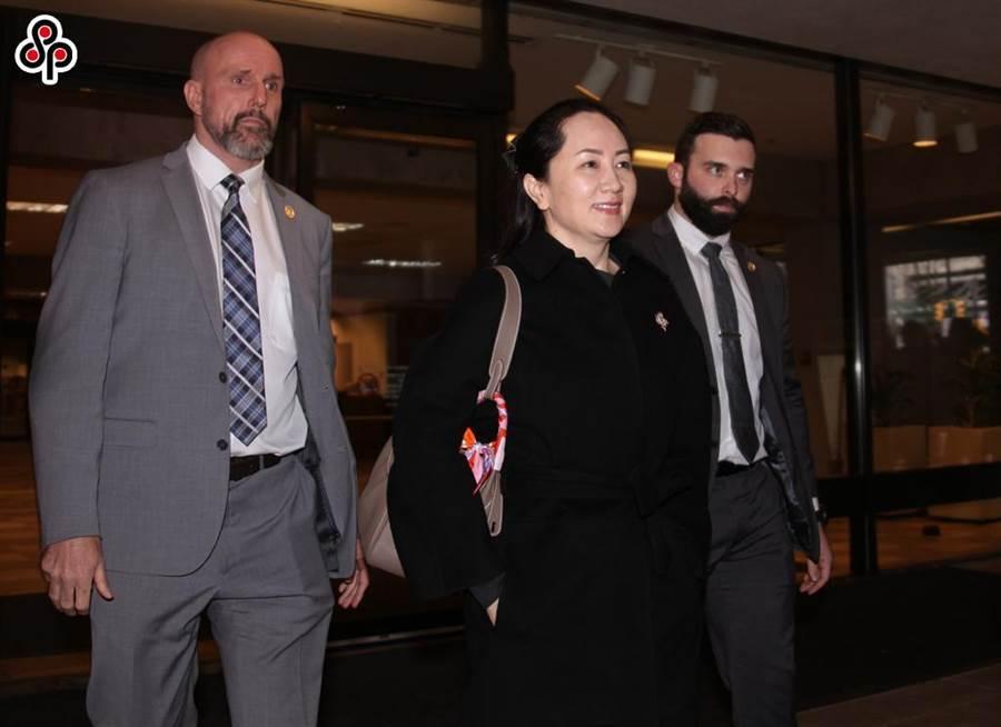 圖為今年1月21日,華為公司財務長孟晚舟赴溫哥華的加拿大卑詩省高等法院出庭。(中新社)