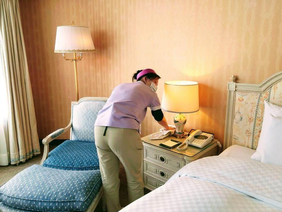 「米堤大飯店」選用醫療級紫外線殺菌燈進行環境清潔。