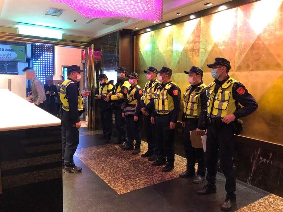 警方展開掃蕩行動,針對特定KTV等營業場所展開擴大臨檢。(許家寧翻攝)