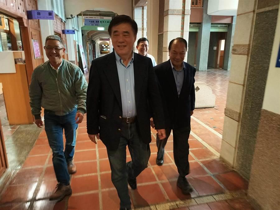 國民黨主席補選候選人、前台北市長郝龍斌15日上午拜會宜蘭縣副縣長林建榮並爭取支持。(胡健森攝)
