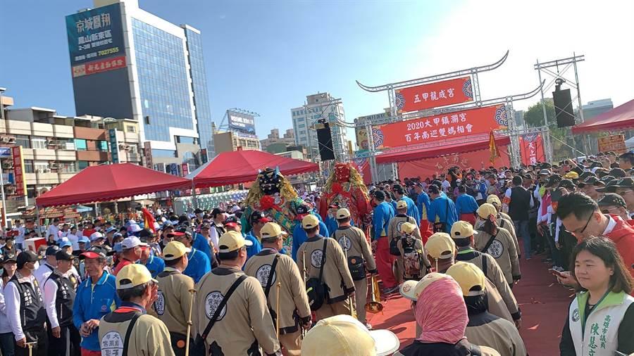 大甲媽百年來首度南巡,今天起在高雄鳳山展開為期1個月遶境活動。(柯宗緯攝)