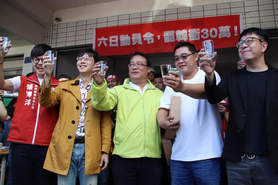 wecare罷韓團體在15日下午宣布,罷韓第二階段連署30萬份正式達標,接下來將會持續收件,目標朝48萬份邁進。(洪浩軒攝)