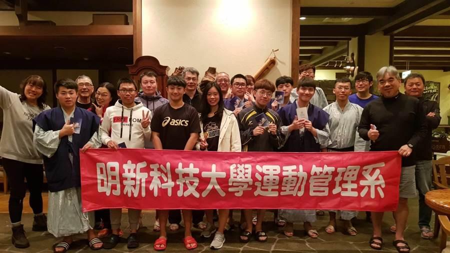 明新科大運管系與高豐運動網產學合作,帶領學生前往日本雪場實地體驗滑雪課。(校方提供/莊旻靜新竹傳真)
