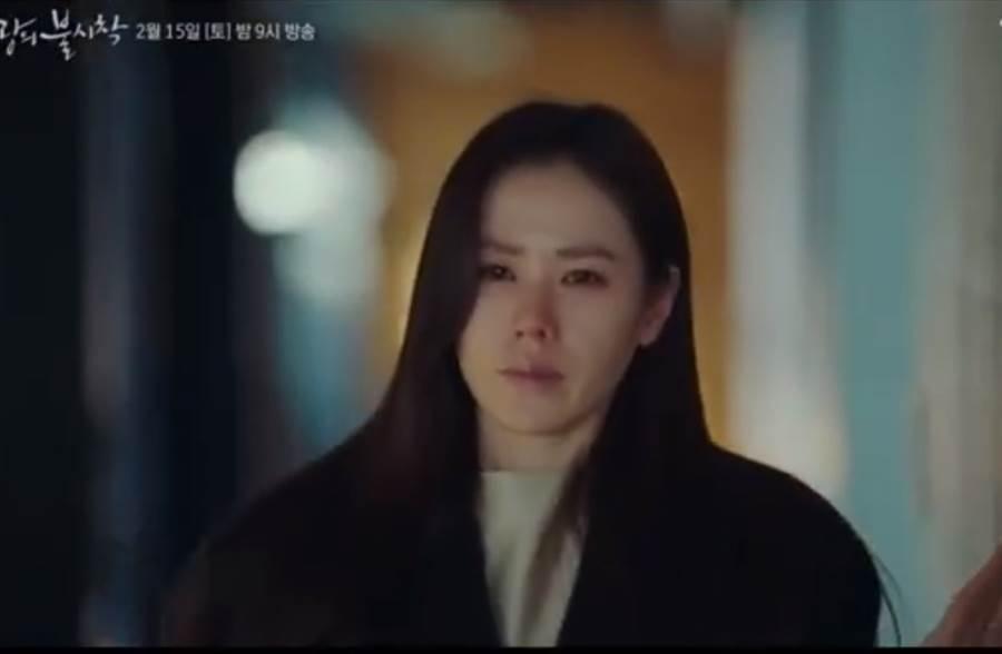孫藝珍在預告中哭著要把玄彬安全送走。(取自微博)