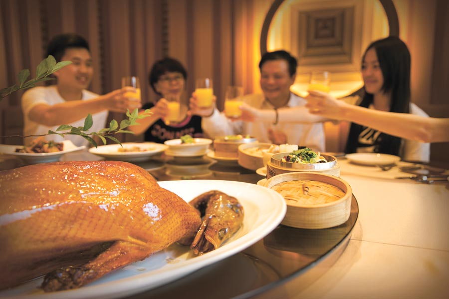 台北萬豪酒店率同業之先於2月底前停止Garden Kitchen晚餐,飯店認為,現在客人不上門的原因「是怕,不是貴」。圖/業者提供