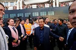 驚!威士特丹號爆首例新冠肺炎 柬國總理未戴口罩親迎接