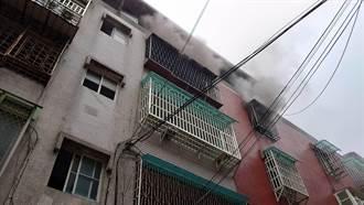 板橋公寓火警 2送醫7旬翁喪命