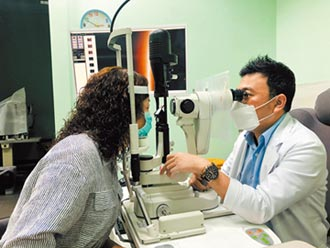 防新冠肺炎傳染 醫師籲勿用手搓揉眼睛