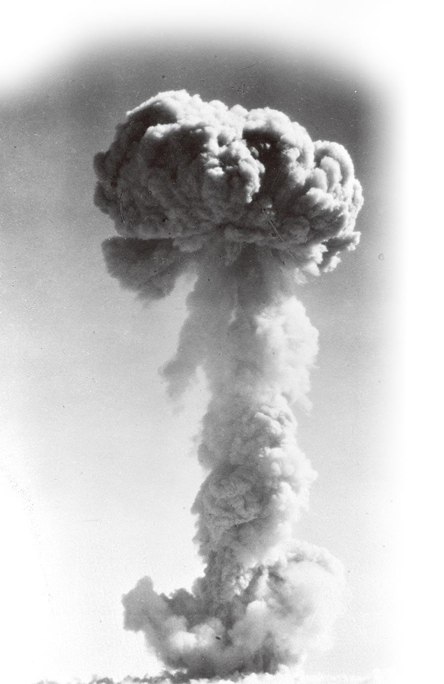 1964年10月16日,大陸第一顆原子彈爆炸成功。(新華社資料照片)
