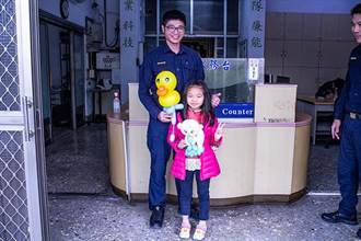 鐵漢柔情!氣球師從警 成為孩子們的人氣王