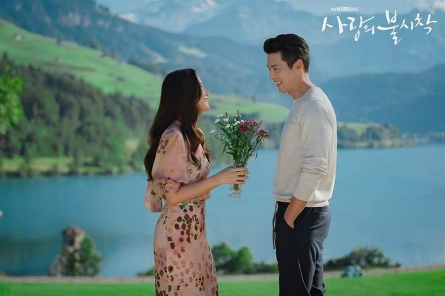 玄彬(右)、孫藝珍(左)。(圖/翻攝自tvN)