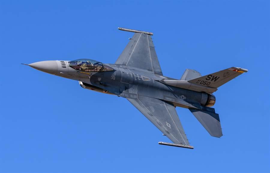 洛克希德馬丁(Lockheed Martin)F-16C戰機的資料照。F-16V的改裝,在外表上看不太出來,主要是航電的更新。(達志影像/Shutterstock)