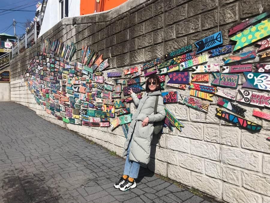 姚以緹因工作第一次踏上韓國,特別抽空觀光釜山著名景點。(瑞光家族提供)