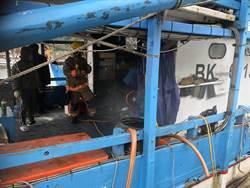 急!大武崙漁港船火延燒  數十名消防趕至搶救