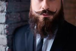 35年沒剪鬍子 曝驚人保養過程
