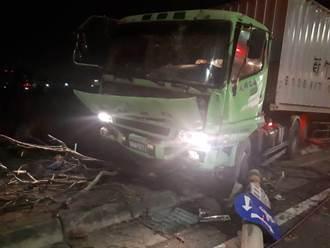 民雄陸橋死亡車禍 大貨車撞電桿駕駛卡車內亡