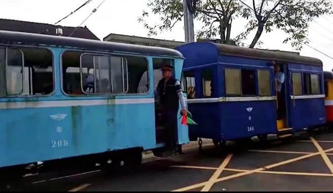 水藍色的巡道車208號及深藍色的小客車206。(翻攝照片/張毓翎嘉義傳真)