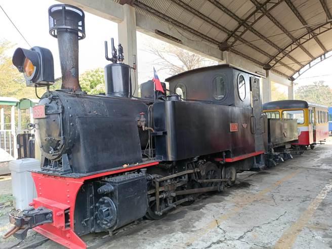 耗資上百萬元修復的編號650蒸汽火車,擺在園區內供民眾拍照。(張毓翎攝)