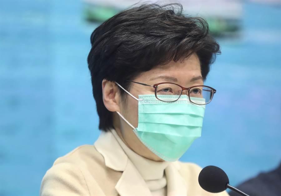 香港特首林鄭月娥1月31日召開抗疫記者會的神情。(美聯社)