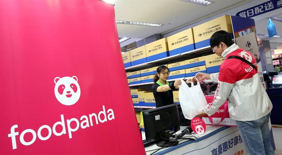 熊貓商城攜手家樂福將合作店家數提升至全台 37 間分店,涵蓋家樂福近 6 成的量販分店,外送商品也從試營運期間的 300 種增加至近 900 種的商品。(foodpanda提供/黃慧雯台北傳真)