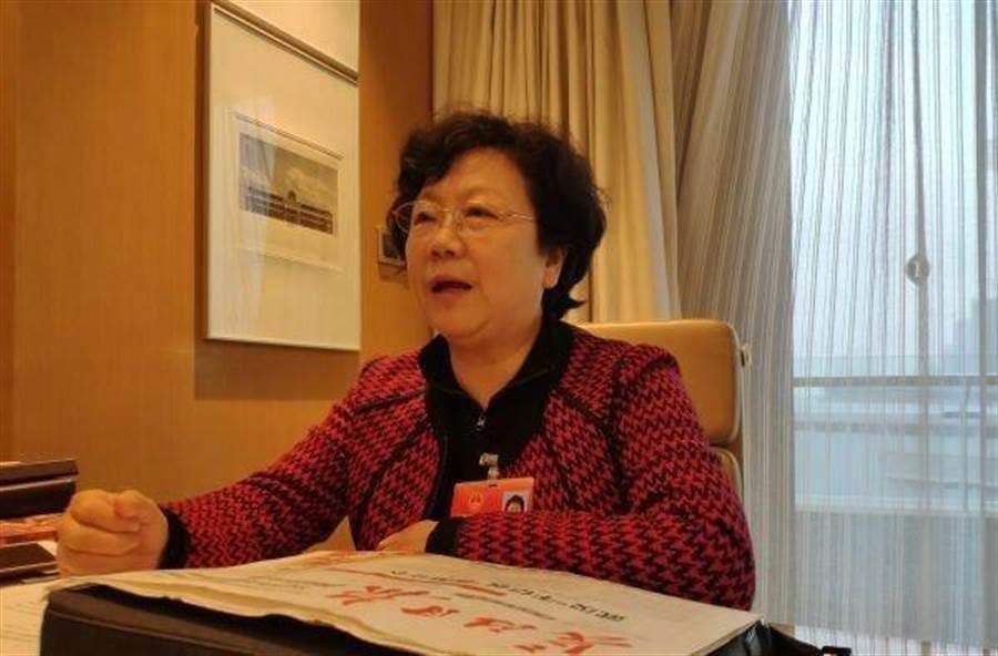 正在防疫第一線的武漢市第八醫院院長王萍證實感染新冠肺炎,目前正在武漢金銀潭醫院重症監護室治療。(圖/長江日報)