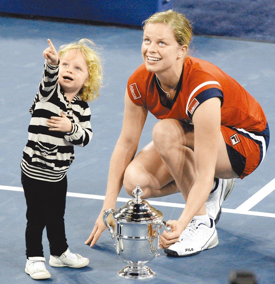 克莉丝特2009年以妈妈姿态赢得美网女单冠军,与女儿洁妲领奖的画面令人印象深刻。 (美联社)