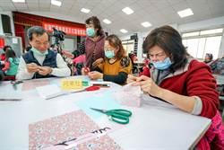 給口罩穿外衣 羅東漢民社區教製口罩套