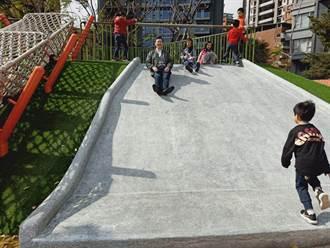 蘆洲柳堤公園重開放 家長反應滑梯角度大民代促改善