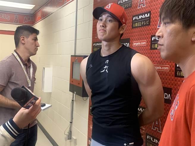 大谷翔平今年2月受訪時露出結實的手臂肌肉,意外成為焦點。(資料照/截自Rhett Bollinger推特)