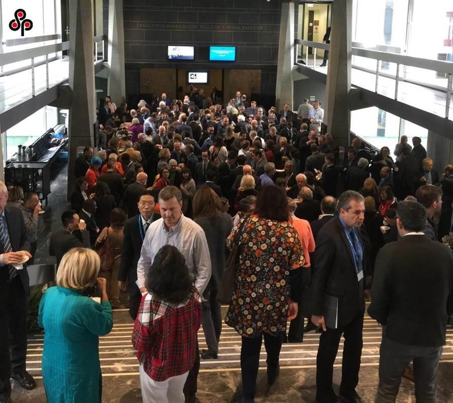 圖為世界衛生組織全球研究創新論壇11日在日內瓦總部揭幕,冀望商定新冠病毒研究路線圖。(中新社)