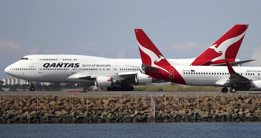 澳航將大幅裁減大陸、港澳、新加坡航班,並啟動員工休無薪假。(圖/美聯社)