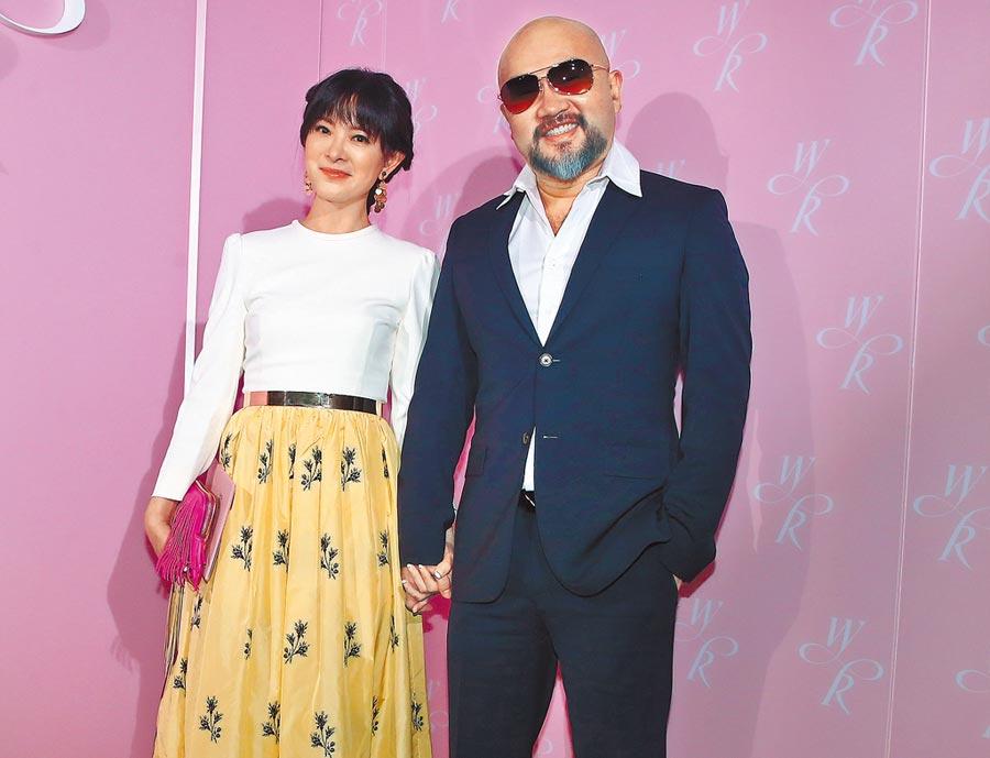 劉真(左)與辛龍感情一向甜蜜。(資料照片)
