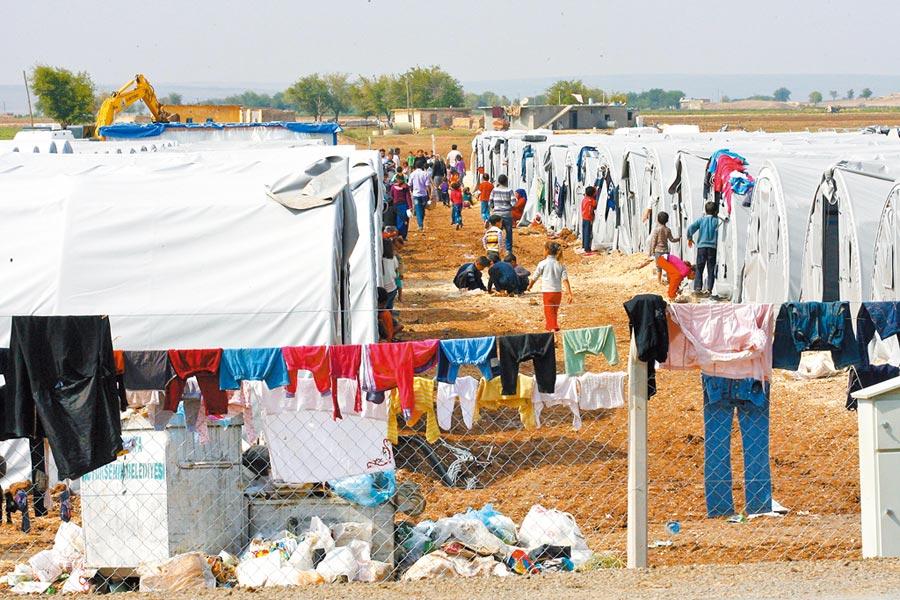 2014年湧入土耳其境內的敘利亞庫德族難民。(新華社資料照片)