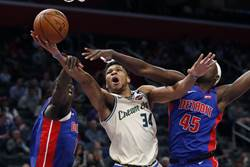 NBA》下半季開打!公鹿橫掃活塞不留情