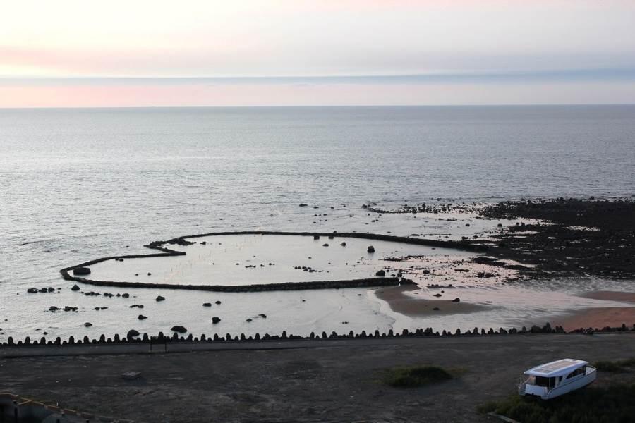 傳統漁作文化,生態漁法之愛心石滬。(圖取自新北市漁業處官網)