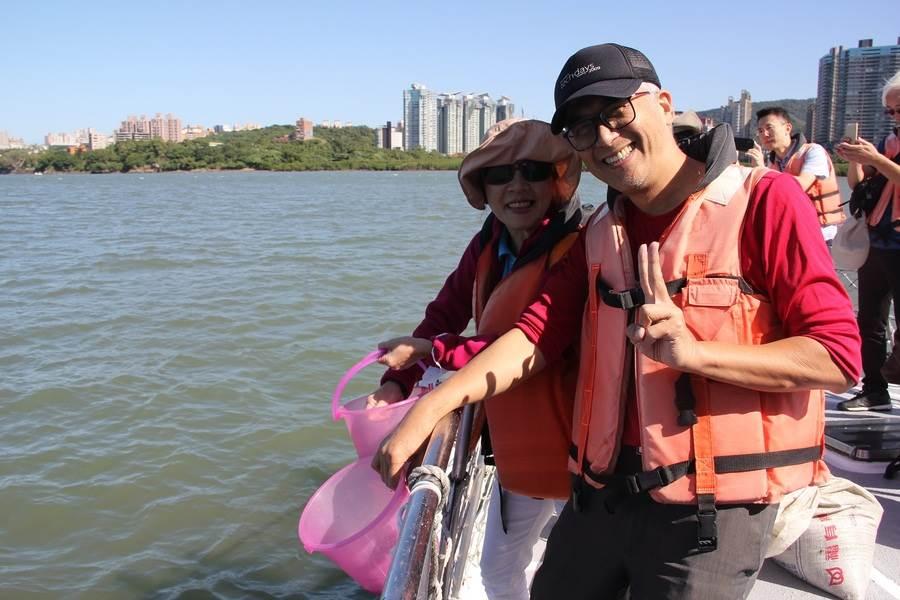 搭乘娛樂漁業漁船,開心出遊兜海風。(圖取自新北市漁業處官網)