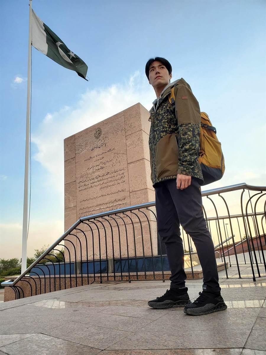 唐振剛接下《世界第一等》主持棒十年,長年的經驗累積讓他晉升為旅遊達人。(八大提供)
