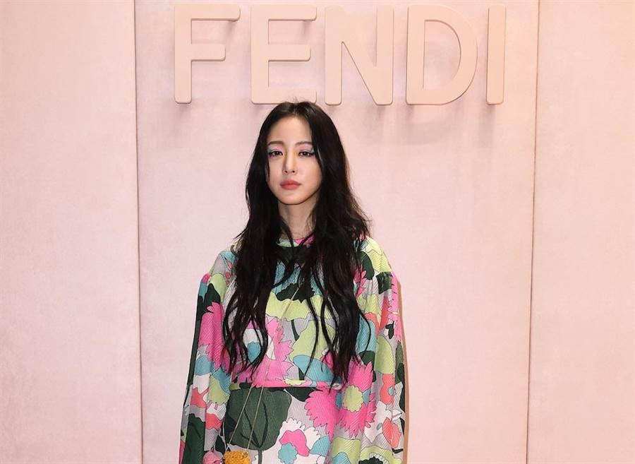 韓國女星韓藝瑟也到義大利米蘭時裝周去看展,回到韓國一樣居家隔離14天。(圖/資料照)