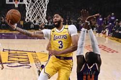 NBA》虛驚一場!一眉哥帶傷奮戰退灰熊