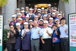 東海高中揪社區逗陣學煮菜 留英學子直呼「超美味!」