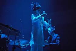 唱〈望春風〉想哭 吳青峰驚吐「上輩子是寡婦」公佈巡演完計畫