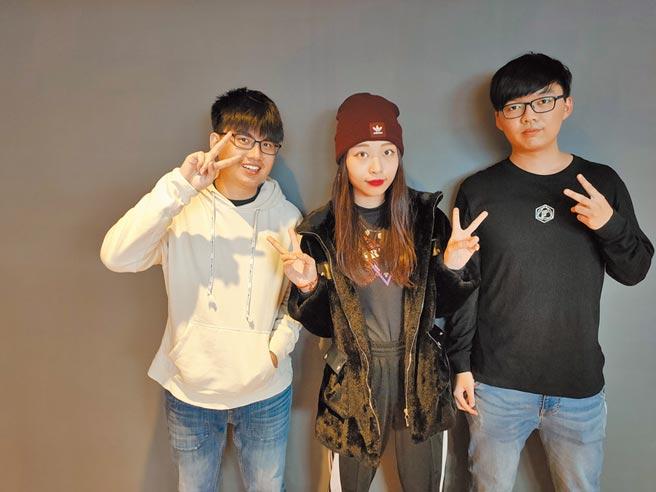 台北城市科大流行音樂事業學士學程大四生,為該科系首屆畢業生。(李侑珊攝)