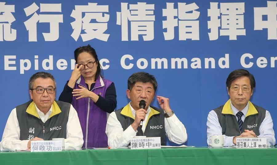 中央流行疫情指揮中心21日召開記者會宣布,第24例北部60歲婦造成2家人感染。(資料照片 趙雙傑攝)