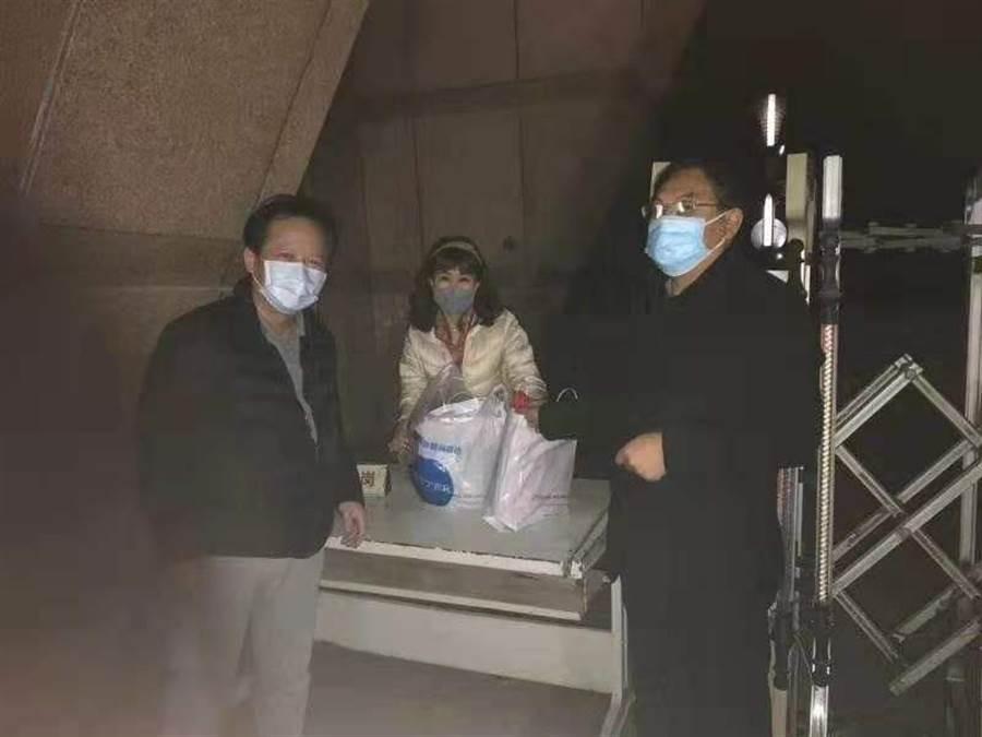 2月9日至10日,兩岸上演生命接力,一起為滯留武漢的血友病童小宇完成千里送藥,但如今藥物也已用完。(資料照,海基會提供)