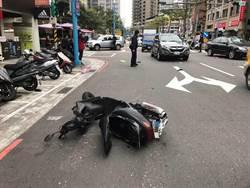蘆洲騎士闖紅燈 遭小客車撞飛