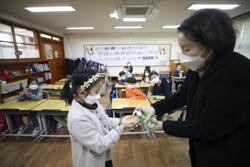 南韓疫情嚴峻 中小學首次延後開學