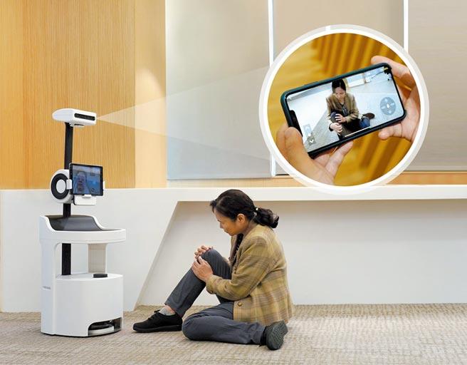 PECOLA樂齡陪伴機器人可透過WiFi偵測老人睡覺時的呼吸率,還能運用深度學習技術偵測跌倒事件,並主動撥號給子女建立雙向視訊。圖/本報資料照片