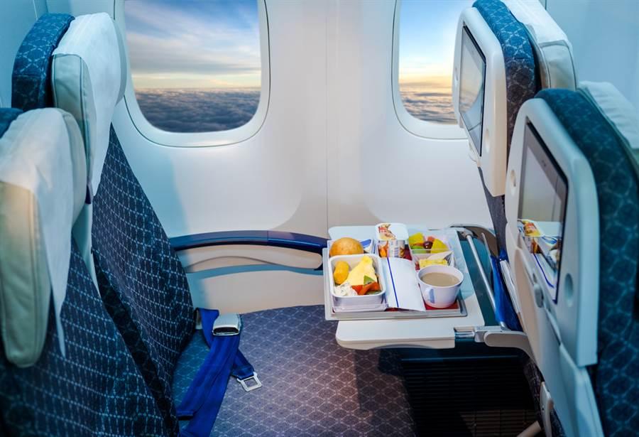飛機餐一料理超雷 旅客神反應險GG(示意圖/ 取自達志影像)