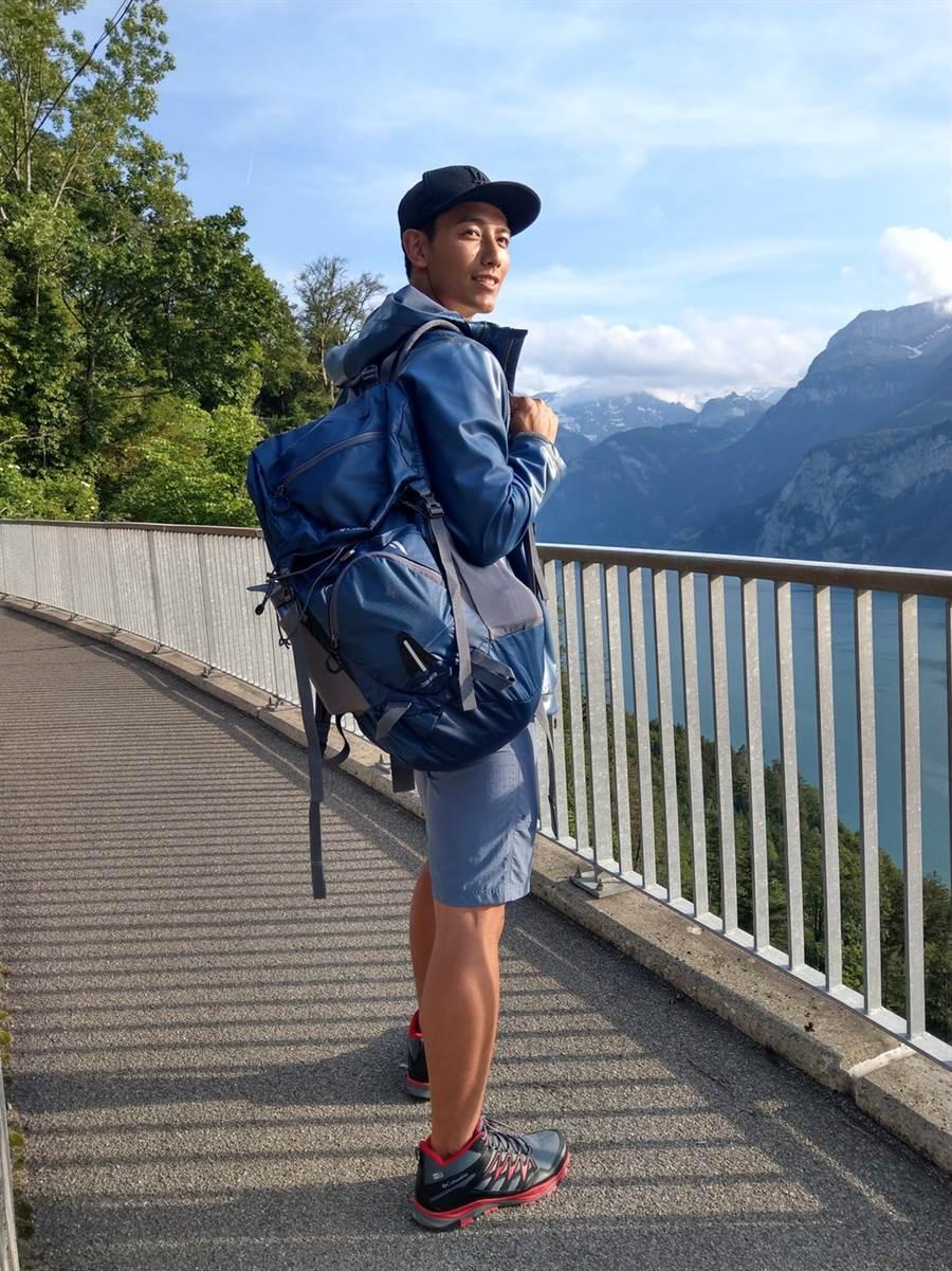演員賴東賢因為主持《愛玩客》,被網友封「外景男神」。(摘自臉書)